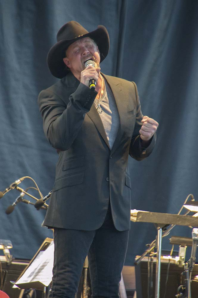 Trace Adkins08
