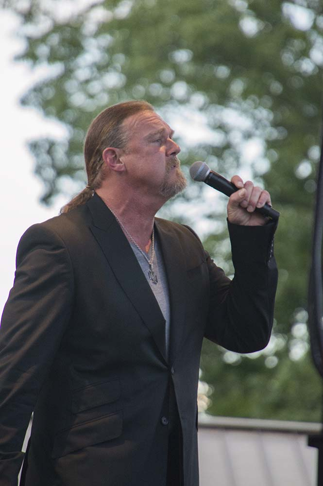 Trace Adkins12