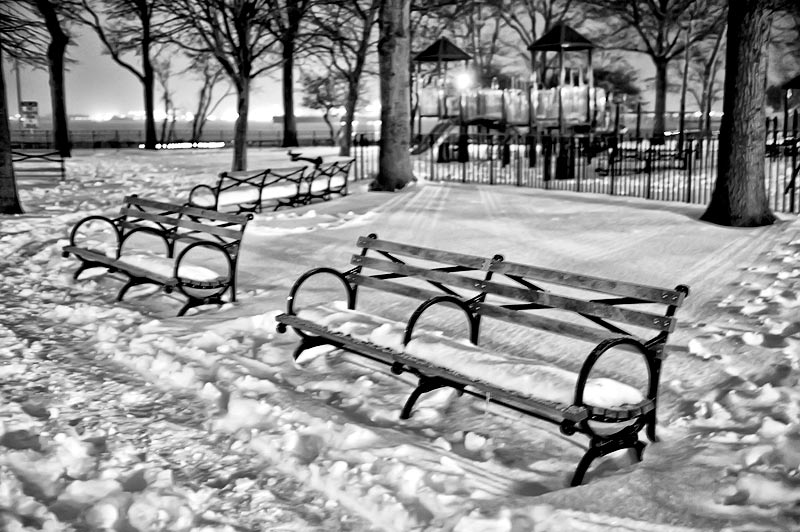 _DSC3277-benches-at-night
