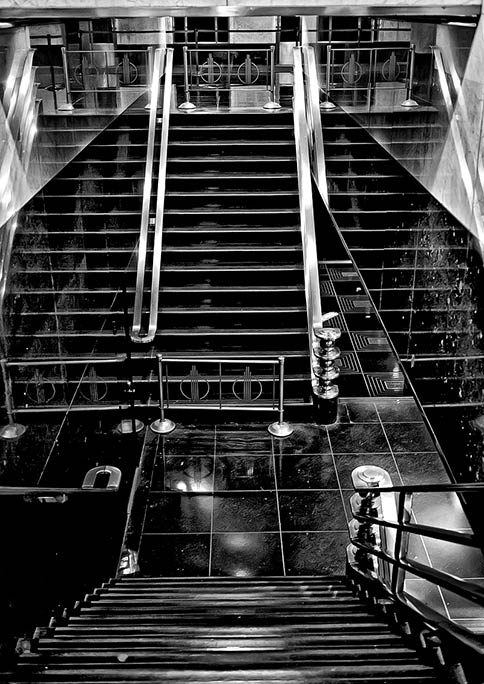 _DSC4681-Stairway-reflections